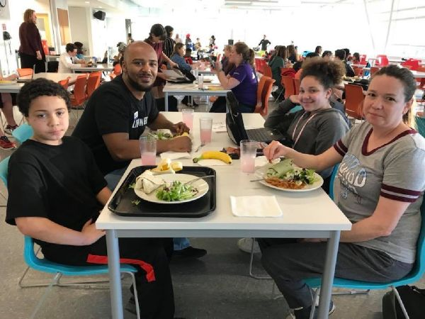parent and students at homework diner event