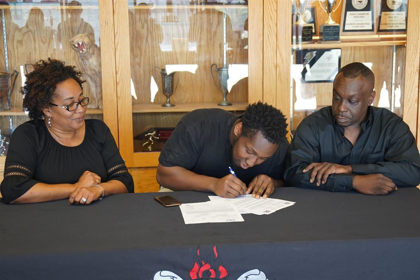 Kaliq Moore Signs With Lenoir-Rhyne University